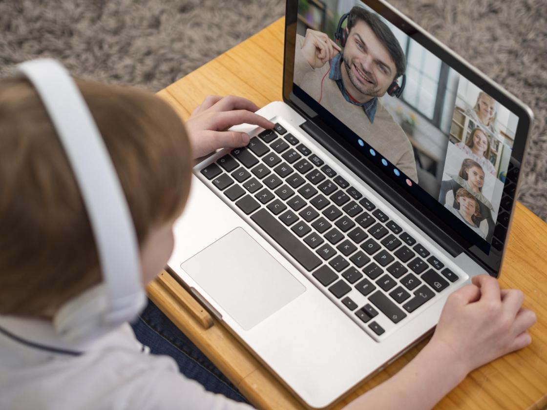 بهترین لپ تاپ دانشجویی و دانش آموزی-کلاس های آنلاین مدرسه